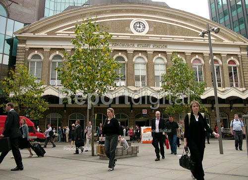 Commuters outside Fenchurch Street Station. - Duncan Phillips - 2005-07-15