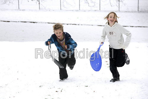 Severe cold weather. Children sledging Alexandra Palace, London - Duncan Phillips - 2010-12-19