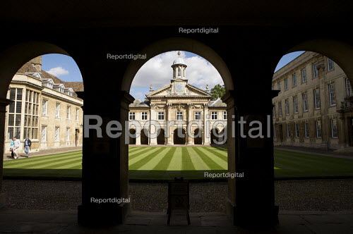 Front Court and Chapel by Sir Christopher Wren 1673. Emmanuel College Cambridge. - Duncan Phillips - 2010-09-17