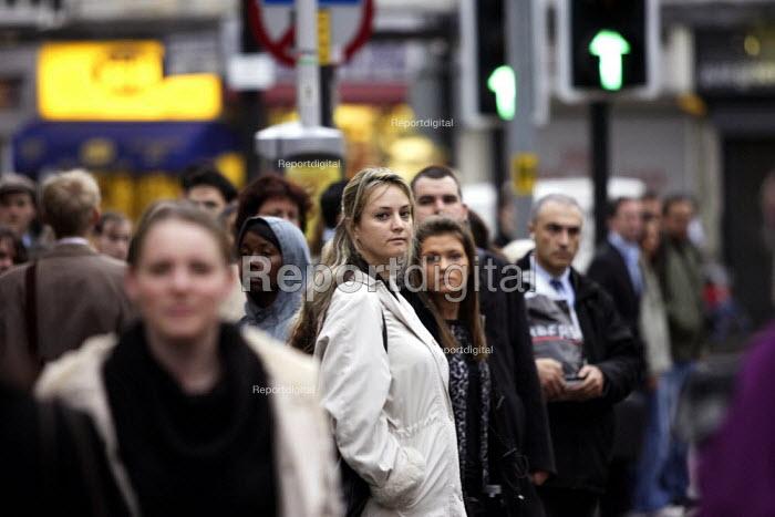Metroline Bus Strike. Passengers waiting. - Duncan Phillips - 2006-11-20