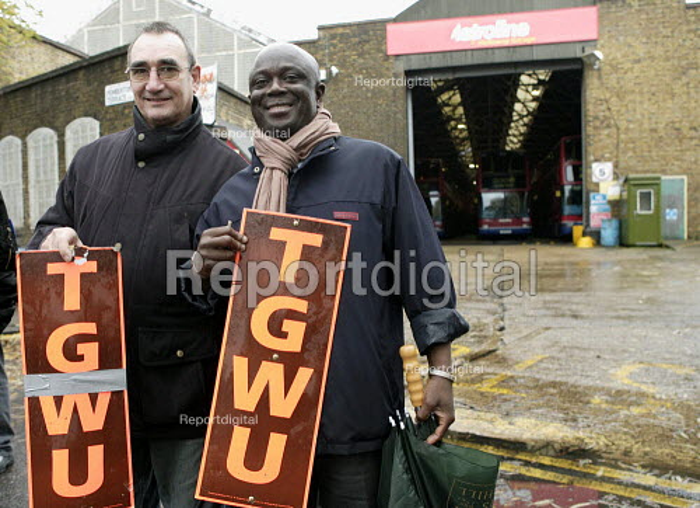 Metroline Bus Strike. Picket line Holloway Garage - Duncan Phillips - 2006-11-20