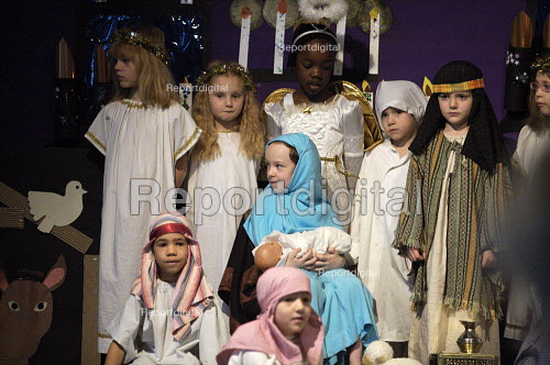 Primary School Nativity play - Duncan Phillips - 2006-12-13