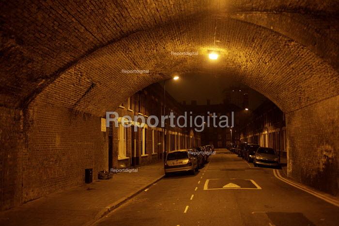 Night time Street scene, Hackney, London - Duncan Phillips - 2007-10-12
