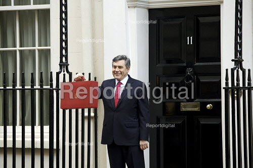 Chancellor Gordon Brown with his 11th and Final Budget - Duncan Phillips - 2007-03-21