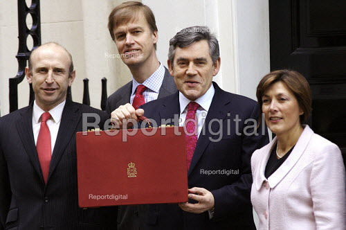 Chancellor Gordon Brown with his 11th and Final Budget, (LtoR) John Healey Stephen Timms, Dawn Primarolo. - Duncan Phillips - 2007-03-21