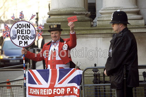 John Reid supporter Downing Street - Duncan Phillips - 2007-03-21