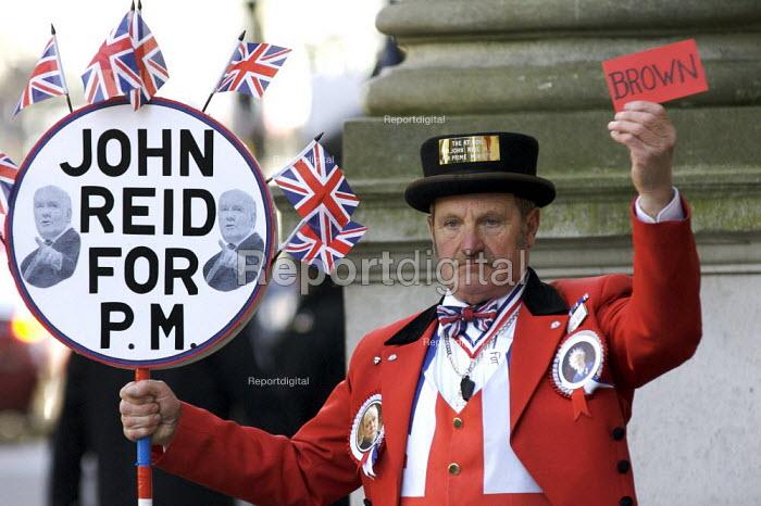 John Reid supporter Downing Street - Duncan Phillips - 2007-03-21