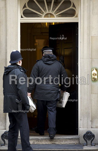 Policeman delivering newspapers to Downing street on Budget Day - Duncan Phillips - 2007-03-21