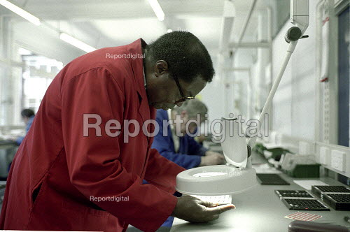 Disabled workers at a Remploy Factory, London - Duncan Phillips - 2005-05-22