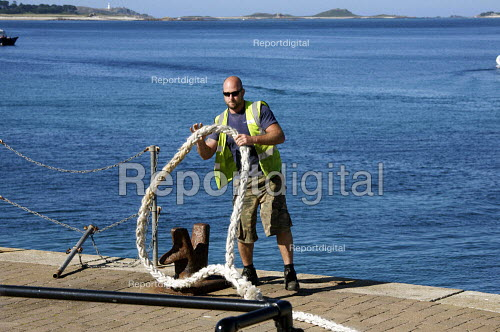 Worker casting off, St Marys, Isles of Scilly - Duncan Phillips - 2010-08-30