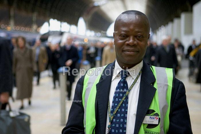 Train Dispatcher at Paddington Station - Duncan Phillips - 2006-03-20
