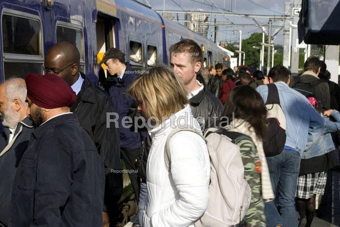 Commuters boarding a Silverlink Train, London - Duncan Phillips - 2005-05-23