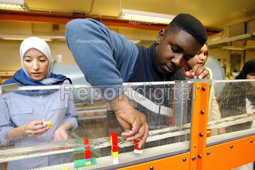 School pupils learning about engineering at a university, as a way to encourage them into higher education. - Duncan Phillips - 2005-03-29