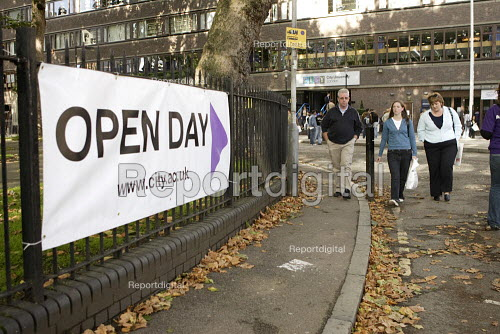 Open Day for prospective students at City University in London. - Duncan Phillips - 2006-10-07