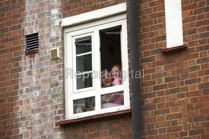 Residents on an estate, Camden, London. - Duncan Phillips - 2007-09-21