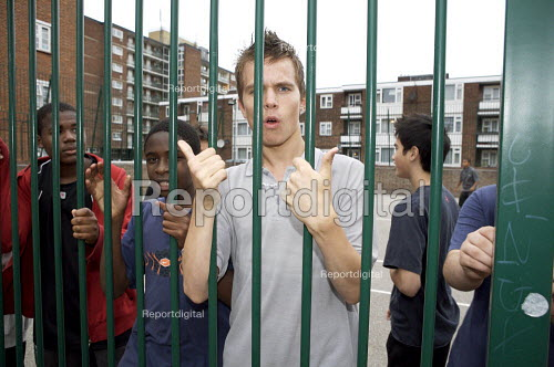 Youths on a housing estate Camden London - Duncan Phillips - 2007-09-21