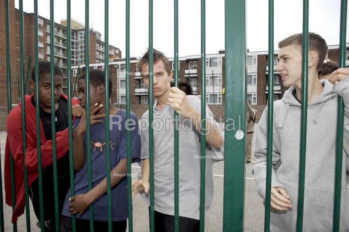 Youths on an estate Camden London - Duncan Phillips - 2007-09-21