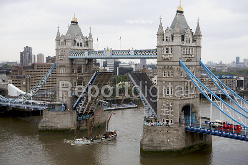 Tower bridge opening to let through tall ship, London - Duncan Phillips - 2009-05-27
