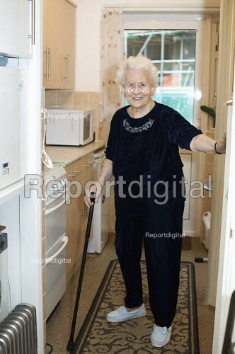 A ninety year old lady at home. uk - Duncan Phillips - 2010-01-21