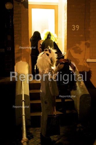 Children Trick or Treating on the doorstep, Halloween, London - Duncan Phillips - 2009-10-31