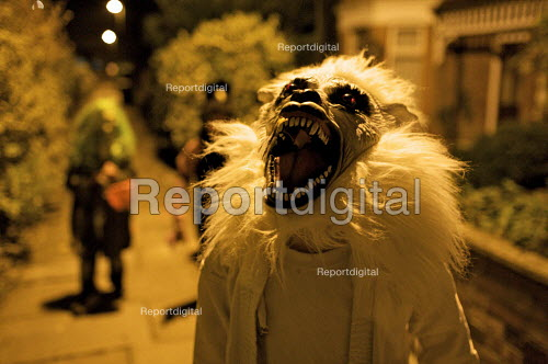 Children Trick or Treating , Halloween, London - Duncan Phillips - 2009-10-31