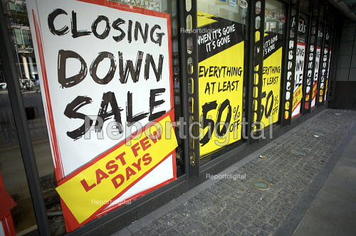 Closing Down Sale, Blacks Leisure, London. They are shutting 89 of its loss-making stores. - Duncan Phillips - 2009-10-22