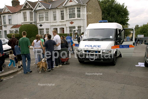 Evacuated residents behind police lines, as anti terrorist police search an abandoned car believed to belong to suicide bomber. East Finchley London - Duncan Phillips - 2005-07-26