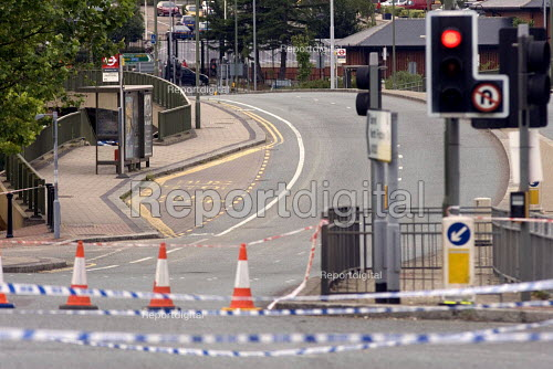 Police close A1000, as anti terrorist police search an abandoned car believed to belong to suicide bomber. - Duncan Phillips - 2005-07-26