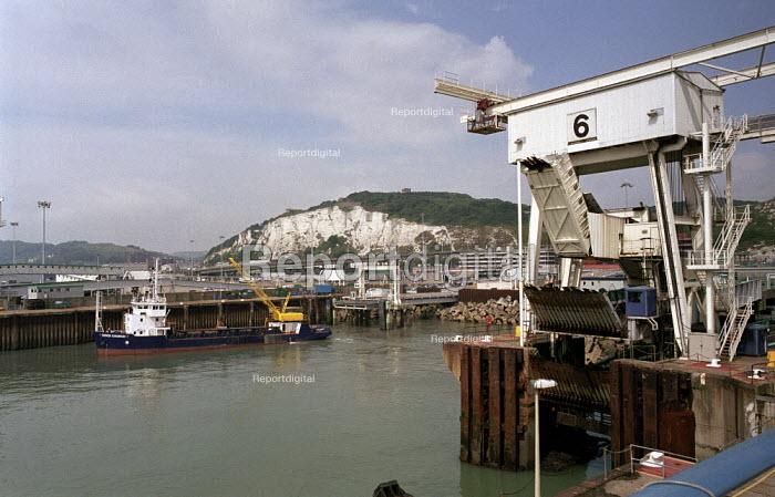 Dover Docks - Duncan Phillips - 2005-07-15