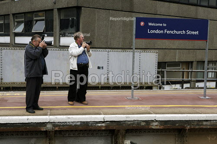 Train Spotters, Fenchurch street station , London. - Duncan Phillips - 2007-06-04