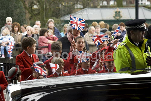 Schoolchildren at Stafford for the Queens visit to the town - Duncan Phillips - 2006-03-31
