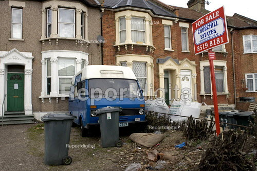 Private rented housing for sale, Newham, London - Duncan Phillips - 2006-03-22