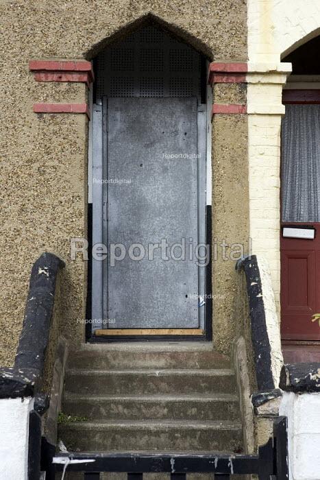 Repossessed House, Newham, London - Duncan Phillips - 2006-03-22