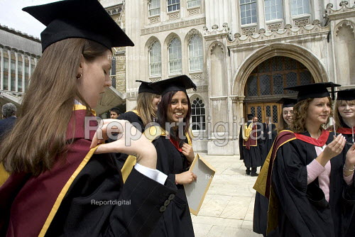 University graduation ceremony, The Gulidhall, London. - Duncan Phillips - 2005-05-25