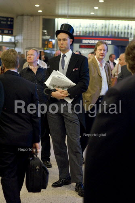 Ascot passengers at Kings cross Station - Duncan Phillips - 2005-04-17