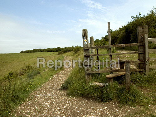 Part of the Ridgeway long distance footpath, Chiltern hills - Duncan Phillips - 2005-06-23
