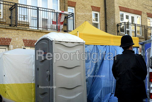Home of Alexander Litvinenko being searched for residual radioactive material, Muswell Hill, London - Duncan Phillips - 2006-11-29