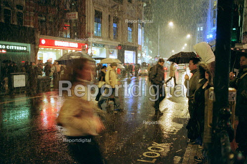 Storm at night, in the West End, London - Duncan Phillips - 2003-01-30
