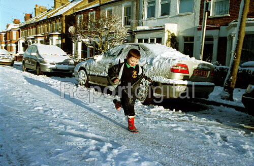 School Child running in the snow, London - Duncan Phillips - 2003-01-31