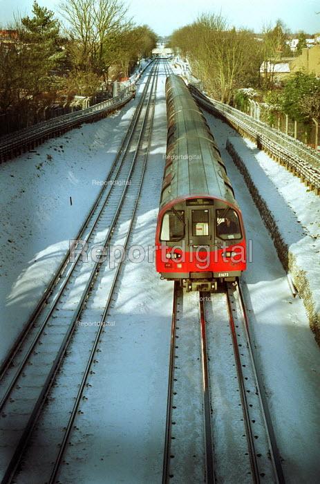 London Underground Northern line train in the snow - Duncan Phillips - 2003-01-31