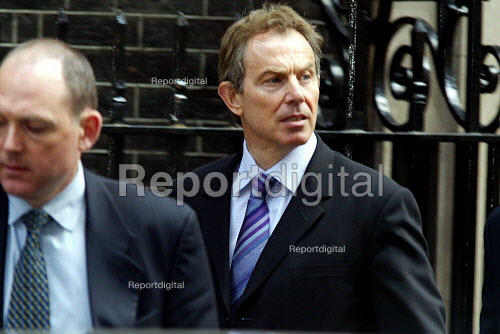 Tony Blair leaving Number 10 Downing Street after a cabinet meeting. - Duncan Phillips - 2003-04-09