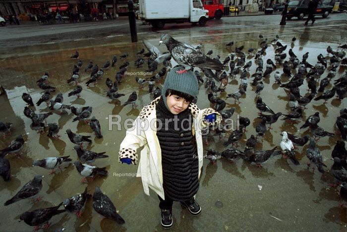 Child feeding pigeons Trafalger Square London - Duncan Phillips - 2001-01-18