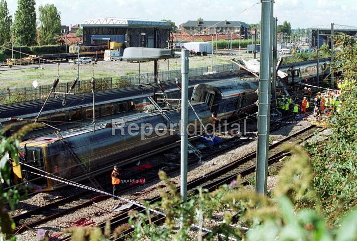 Scene of Paddington Rail Crash - Duncan Phillips - 1999-10-06