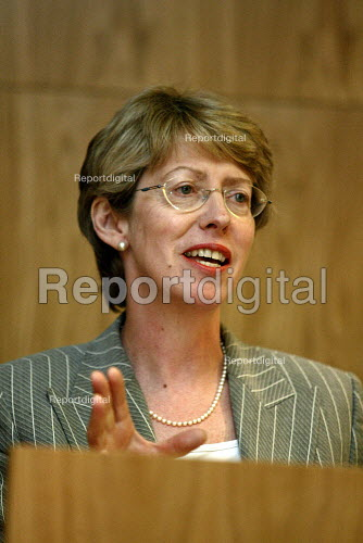 Patricia Hewitt MP speaking at Cass Business School. - Duncan Phillips - 2003-03-31