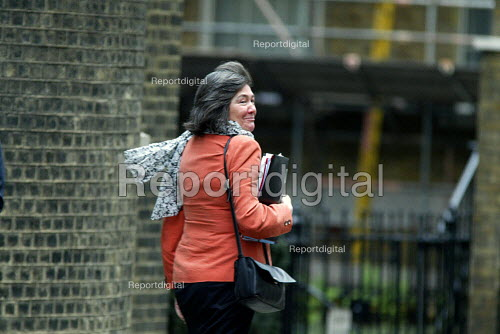 Clair Short leaving Number 10 Downing Street after a cabinet meeting. - Duncan Phillips - 2003-04-09