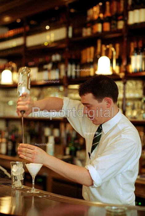 Barman pouring cocktails. London - Duncan Phillips - 2002-12-18