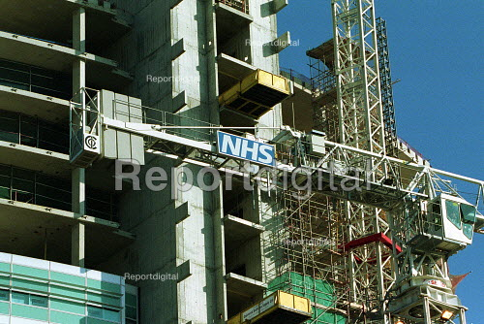 University College Hospital under construction. - Duncan Phillips - 2003-04-22