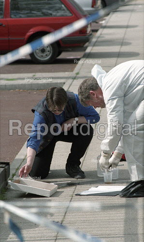 Scene of crime officers collect evidence and take photographs at a crime scene, islington, London - Duncan Phillips - 2002-01-25