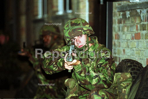 Territorial Army on weekly training session, Engineering Explosives Ordnance Disposal. Holloway London. Weapons Training. - Duncan Phillips - 2001-10-18