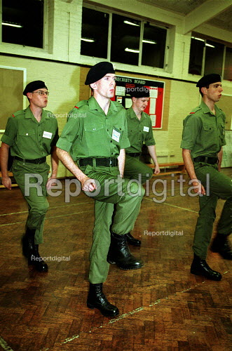 Territorial Army on weekly training session, Engineering Explosives Ordnance Disposal. Holloway London. - Duncan Phillips - 2001-10-18